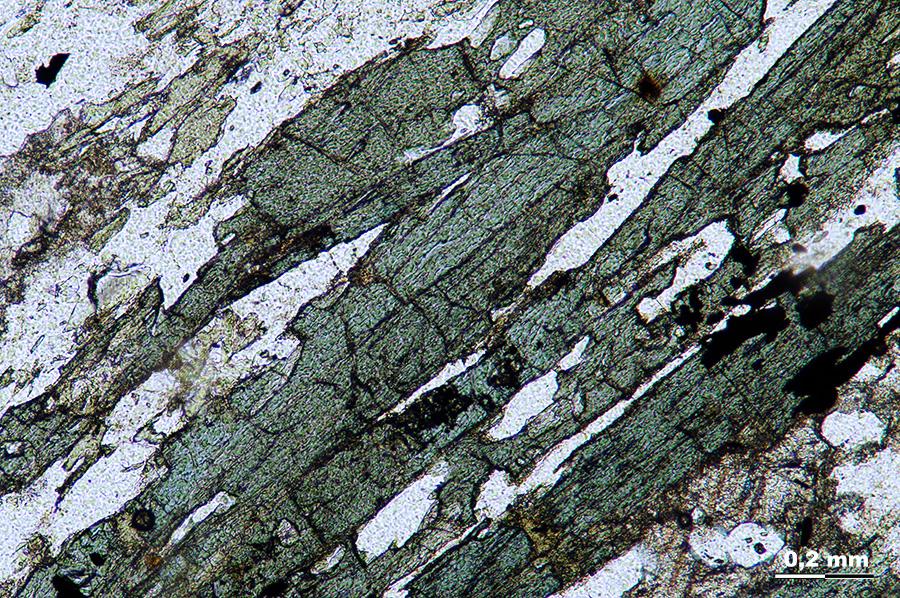 Analyse minéralogique en lame mince
